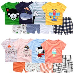 Bébés garçons animaux tenues enfants dessin animé imprimer top + shorts rayés 2pcs / set 2018 costume d'été Boutique enfants vêtements définit 12 couleurs C4032 en Solde