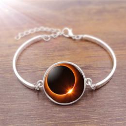 Venta al por mayor de Total Eclipse Solar de cristal Cabochon BraceletBangle Accesorios Creative Unisex Jewelry Gifts