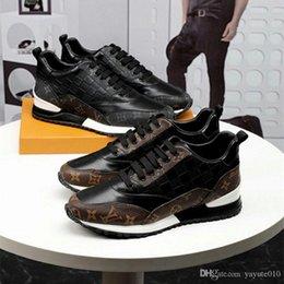 RUN UZAK Sneakers Tasarımcı Ayakkabı Yüksek Kaliteli LÜKS Ayakkabı Dantel-up Koşu Sneakers MARKA Erkekler Rahat Ayakkabılar Boyutu 38-44 indirimde
