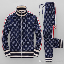 Wholesale 16luxury brand designer brand best version autumn and winter men s red and green striped sports letter print zipper suit sweater coat