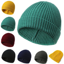 1 pc Cor sólida Amarelo Beanie Cap Tricô Homens Mulheres Outono Inverno  Chapéu de Esqui Quente Macio bf8065bb3cb