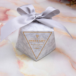 2019 Newest Diamond Paper Candy Boxes Creative Wedding Favors For Guest Wedding Party Gift Boxes With Ribbon