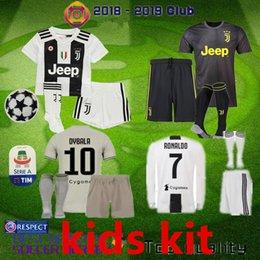 2018 2019 juventus futebol Jersey kit de crianças RONALDO DYBALA HIGUAIN PJANIC Marchisio criança 2018 2019 camiseta de futbol Camisa uniformes em Promoção