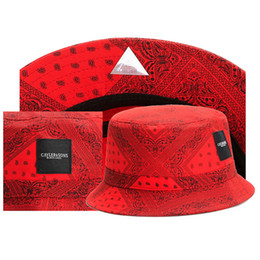 Hombres Mujeres Snapback Bucket Hats 2018 Nuevos sombreros del diseñador de  moda Dad Beach Sombrero negro para hombre Gorra de béisbol Marca Sun  Protection ... 3da548cb5e0