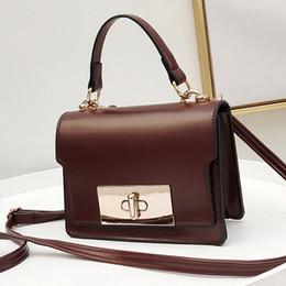 4ad843accc52 Тенденция 2018 краткое старинные искусственная кожа женская сумка  коричневый дамы сумка мода женский черный сумки Маленькие женщины сумки  посыльного