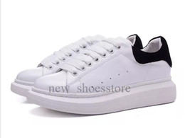 China Fashion Luxury Brand Designer Shoes Sneakers Top Quality Mens Womens Party Shoes Velvet Leather Sports Tennis Dress Sneakers Shoe supplier velvet green shoes suppliers