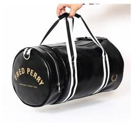 2018 marke fred männer messenger reisetaschen leder casual handtasche outdoor vintage umhängetasche perry Stil