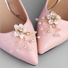 elegant brides shoes 2018 - New Arrival Wedding Shoes Decoration for Bride Diamond Crystal Shoes Buckle Simple Flowers Elegant ornament For High Hee