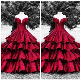2018 Gonna a pieghe rosso scuro Abiti Quinceanera Appliques in pizzo maniche corte Vestidos De Quinceanera Abiti da festa 16 Sweet Big Puffy Prom