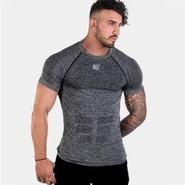 $enCountryForm.capitalKeyWord NZ - Short Sleeve Shirt Men Running Gym Fitness t shirt Slim fit Fitness Bodybuilding Workout Male Tee Tops Clothing Sports Top