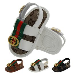 Venta al por mayor de Zapatos de PU de verano para bebés Niños recién nacidos Chicas Dibujos animados Primeros zapatos de andador antideslizante Sandalias Prewalker infantiles