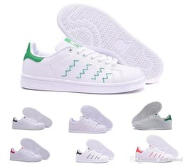 New 2018 Chaussures Scarpe Stan Smith Zapatos Classic Casual Shoes High  Quality Smith Men Shoes Casual Leather Women Sport Sneakers classic leather  football ... f207a4121