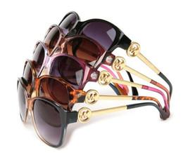 Luxury Italian Brand Sunglasses Mujeres Crystal Square Gafas de sol Mirror Retro Full Star Sun Gafas Mujeres Negro Gris Tonos 8101