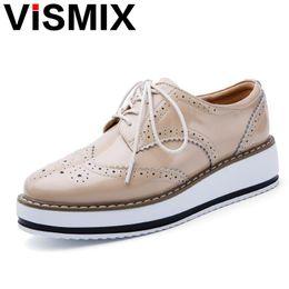 ad334cd33 VISMIX 2017 Primavera Mulheres Sapatos de Plataforma Mulher Sapatos de Couro  de Patente Brogue Lace Up Calçado Feminino Oxford Sapatos Baixos Para As ...