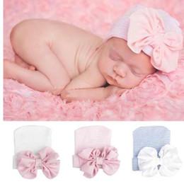 Ingrosso Carino Big Bow Neonate Ragazzi Bowknot Cartoon Toddlers Cotton Sleep Cap Headwear Cappello 2018 oggetti fotografia neonata
