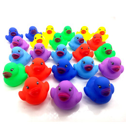 Wholesale Baby Bath colorful Water Duck Toy Sounds Mini Yellow Colorful Rubber Ducks Kids Bath Swiming Small Duck Toy Children Beach Gifts