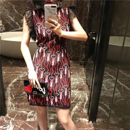 Luxury Lipstick Brands Canada - fashion 2018 brand women's one piece dress brand designer dress lipstick print runway dresses lace sleeveless luxury dress 84774