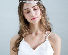 Una corona di zirconi in miniatura corona nuziale ornamento copricapo da sposa accessori abito da sposa foto accessori