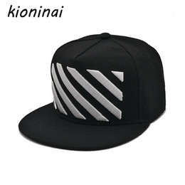 Ingrosso Kioninai Fashion Berretto da baseball Hip Hop Hat Design unisex NeroBianco Stripes Non mainstream Snapback Gorras Planas Casquette Bone