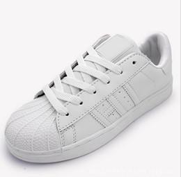 Toptan satış 2017 Sıcak bahar ve sonbahar moda kabuk kafa ayakkabı erkekler ve kadınlar çiftler beyaz ayakkabı rahat ayakkabılar ücretsiz kargo
