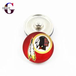 $enCountryForm.capitalKeyWord UK - 20pcs lot USA Teams Replaceable Snap Buttons DIY 18mm Glass Football Sports Ginger Snap DIY Jewelry Women Bracelets&Bangles