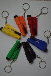 $enCountryForm.capitalKeyWord NZ - Mini Keychain Safety Hammer Emergency Bodyguard 3-In-1 SOS Whistle Seat Belt Cutter Window Break Escape Window Glass Breaker Knife