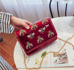16096312897b 2018 new single shoulder bag fashion bee embroidery chain small square bag  Korean version of the summer women s bag