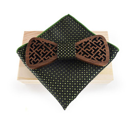 tying tie UK - wholesale Wood Bow Tie Set for Mens Handkerchief Polyester Pocket Square for Wedding Party Business Wooden Bowtie Gift