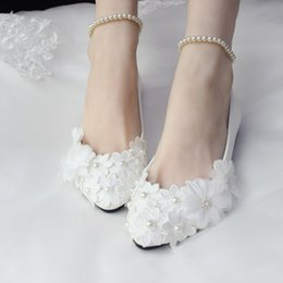 $enCountryForm.capitalKeyWord Canada - 2017 Stylish Pearls Flat Wedding Shoes For Bride 3D Floral Appliqued Prom High Heels Plus Size Pointed Toe Lace Bridal Shoes