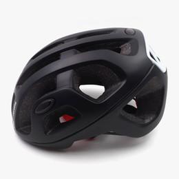 Großhandel heiß leichte Fahrradhelm Männer ultraleichtes pneumatische Straße mtb Mountainbike Helm Ciclismo Fahrradausrüstung matt