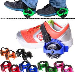 Vente en gros VENTE CHAUDE Chaussures de roue de feu Enfants Clignotant Rouleau Petit tourbillon poulie flash roue Skate Chaussures Clignotant Chaussures de rouleau 150 pcs
