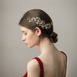 $enCountryForm.capitalKeyWord NZ - Exquisite Gold Floral Hair Comb For Bride Rhinestone Women Hair Jewelry Handmade Wedding Accessories Bridal Headpiece