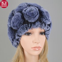 Venta al por mayor y al por menor Girls Real Rex Rabbit Fur Caps Flores  Sombreros de invierno Skullies Cap Real Fur conejo de punto Gorros Lady Caps 823d7caead84