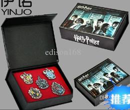 Großhandel New Harry Potter Hogwarts Haus Metall Abzeichen 5pcs / set mit Box Kinder Kind Spielzeug Geschenk