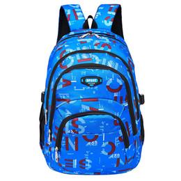 5c08048e841a Большой емкости дети школьные сумки для мальчиков водонепроницаемый рюкзаки  мужская дорожная сумка ранец Mochila ранцы y18100804