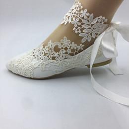 02c9dc606b3 Handgemachte Frauen weißes Band Hochzeit Schuhe flache Ballett Spitze Blume  Braut Brautjungfer Schuhe Größe EU 35-41