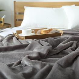 Venta al por mayor de Manta antiestática de manta de tiro / manta de lana gris otoño / otoño antiestática en la cama, manta de franela mejorada para sofá