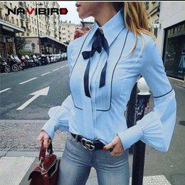 2018 Outono Azul Escritório Bow Tie Blusa Mulheres Lanterna Manga Botão Branco Gravata Camisas Femininas Elegante Camisa de Trabalho Casual Tops venda por atacado