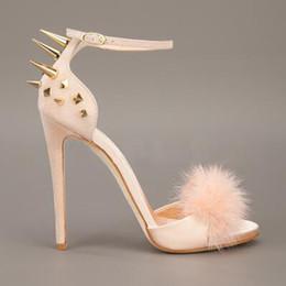 Mulheres Sexy Rabbit Fur Spikes Rivets Studs Sandálias de Salto de Fivela Strap Stiletto Sapatos de Salto Alto Verão Street Outfit Wedding Party Shoes