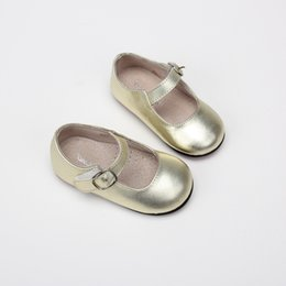Shining Patent Leather Shoes NZ - Girl Princess Sandal 2018 New Pattern Summer Children Small Leather Single Shoes Shine Study Walking Shoes Cowhide Silver Fashion