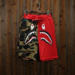 2018 Novo Verão dos homens Tubarão Shorts de Algodão Camo Causal Shorts Homens Casual Camuflagem Skate Calças Curtas Soltas Streetwear em Promoção