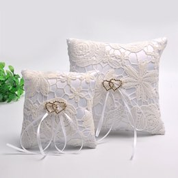 Hollow Fingers Australia - Wedding dress supplies hollow flowers double heart section of the pillow 10cm 15cm ring finger display stand