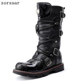 0558037561  Zorssar  2018 moda Totem Punk estilo Rodilla botas altas Hombres Botas de  moto Pu cuero Hombre vaquero Invierno zapatos masculinos