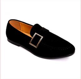 b8ea6a80b4 Promoção Novo 2018 primavera Homens De Veludo Mocassins Sapatos de Festa de  casamento Europa Estilo Bordado Azul Vermelho de Veludo Chinelos De  Condução ...