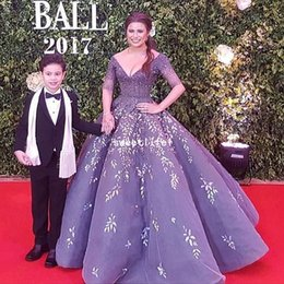celebrities ball gowns Canada - 2019 Elegant Purple V Neck Evening Dresses 3 4 Long Sleeve Sparkly Beaded Appliques Ball Gown Organza Tulle Celebrity Gown