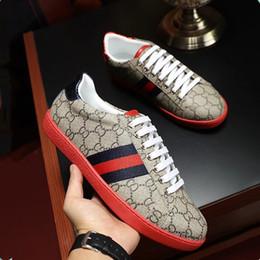 91de750910ff 2018 nuovi uomini e donne di marca di lusso di modo indossano le scarpe  casuali del movimento di sport del legame di alta qualità di cuoio 35-45  Trasporto ...