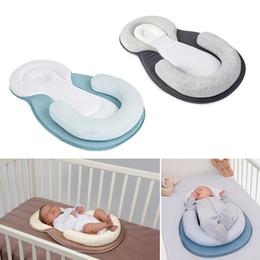 Großhandel Tragbare Babybett Kindergarten Babybetten Neugeborenen Reise Schlafsack Infant Reisebett sichere Kinderbett Taschen Tragbare Klappbett Kissen