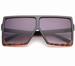 b30061dce1 Las gafas de sol cuadradas para mujer de la marca única súper grande de  pantalla UV400 gafas vintage enmarcan el espejo de las mujeres