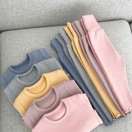 Девушки утолщенной Главная Одежда с Теплое фланель Baby пижамы одежда Комплекты рубашки Брюки детские одежды для отдыха 6M-3T на Распродаже
