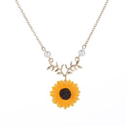 ImItatIon sunflowers online shopping - European and American Simple Jewelry Item Pearl Sun flower Necklace Feminine Fashion Sunflower Pendant Jewelry